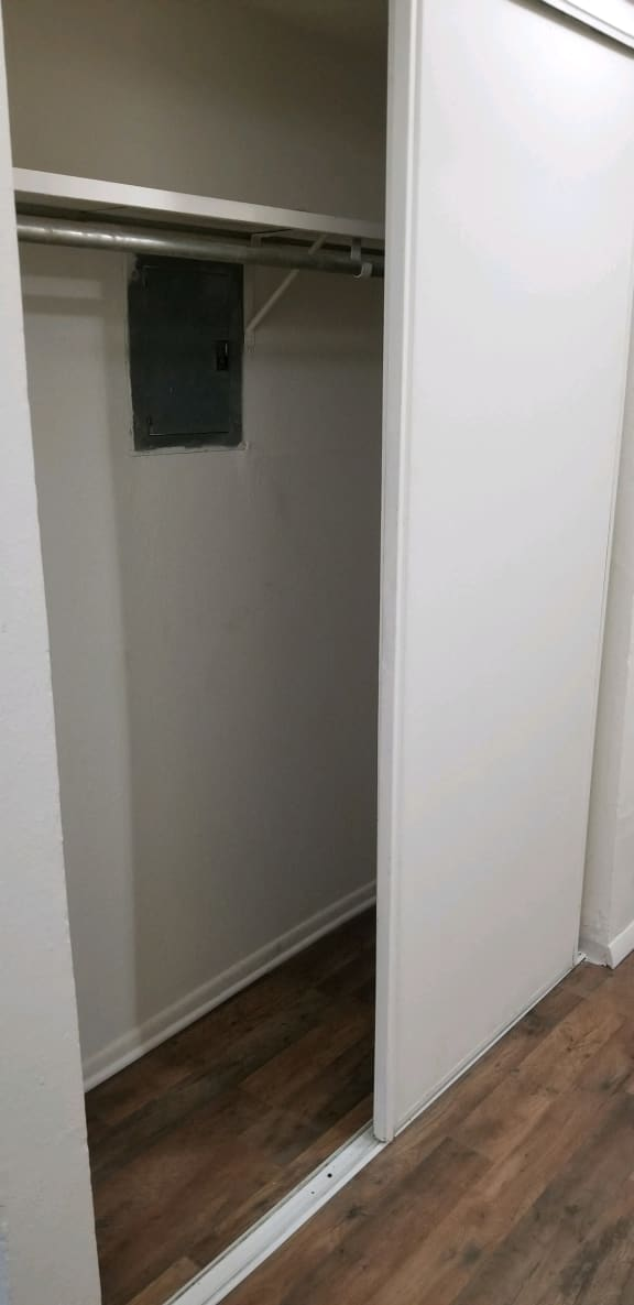 Spacious Closet at Candlewyck Apartments, Kalamazoo, 49001