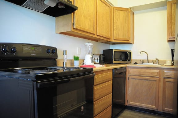 Modern Kitchen at Pickwick Farms Apartments, Indiana