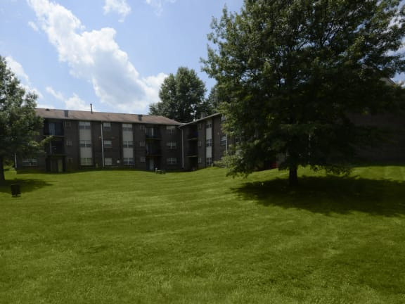 Deer Park Apartments Lawn Exterior