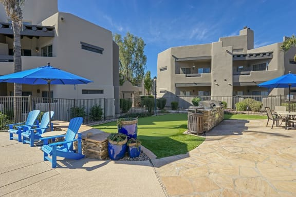 Garden Courtyard With Grills And Fireplace at Scottsdale Horizon, Arizona