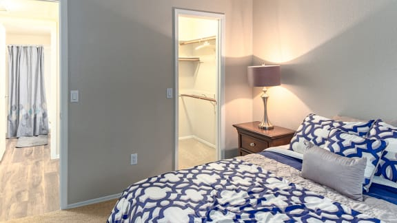 La reserve spacious bedrooms with nice lighting and bathroom