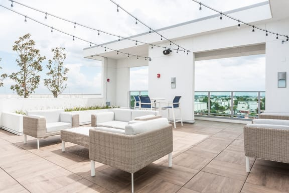 Rooftop Deck With Stunning Views of Houston at Azure Houston Apartments, Houston, 77007