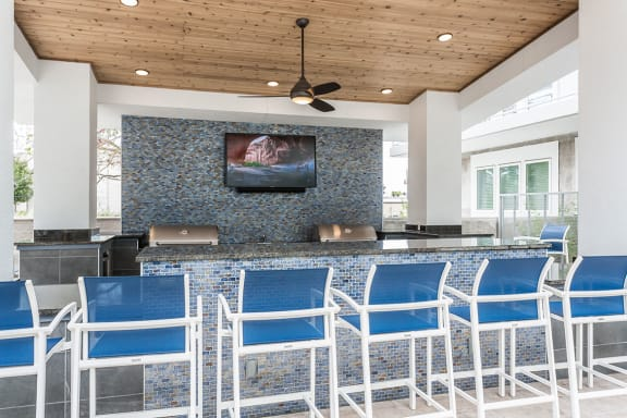 Pool Patio Grill Area at Azure Houston Apartments, Houston, TX
