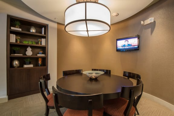 business room apartments on richmond ave