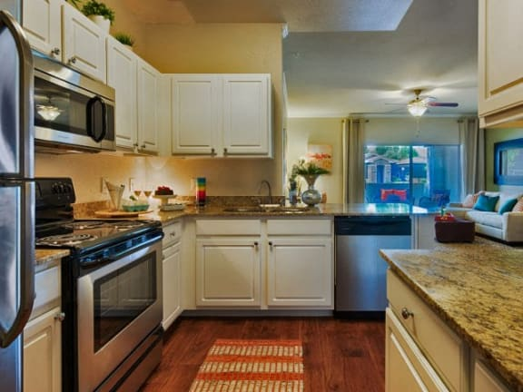Stonebridge Ranch Apartment Homes for Rent in Chandler, AZ - Kitchen