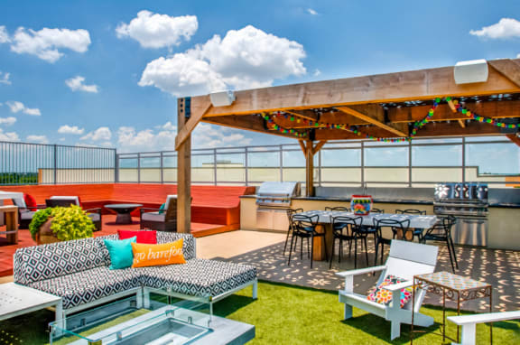 rooftop lounge apartments in downtown san antonio