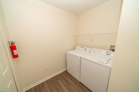 Full-size Washer/Dryer at Lynbrook Apartments and Townhomes in Elkhorn, NE