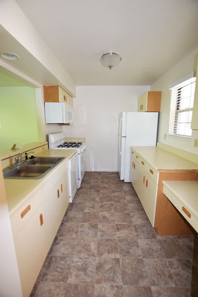 Kitchen with Microwave at Foxwood Apartments and The Hermitage Townhomes, Portage, MI 49024
