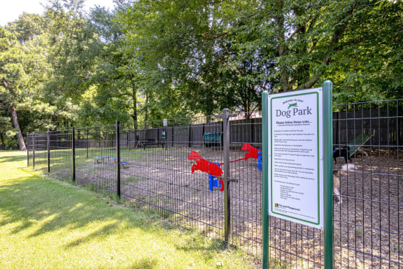 Your dogs need exercise and room to run around! Enjoy our on-site Pet Park at The Edge of Germantown Apartments Home, Memphis, TN 38120