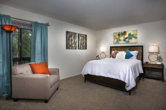 photo of bedroom at Vistas of Annandale apartments with queen bed