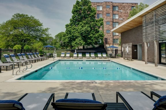 Swimming Pool Amenity at Willow Crossing, Elk Grove Village