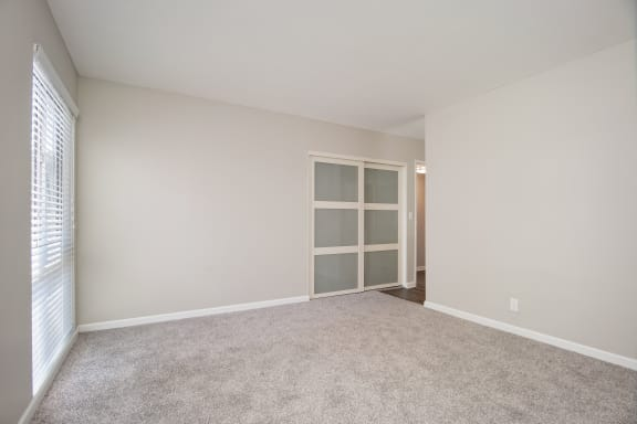 Unit Image - Resident Lounge at Parc at 5 Apartments, Downey, California