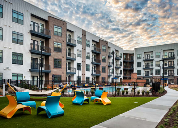 Courtyard seating at Windsor Parkview, 5070 Peachtree Boulevard, 30341