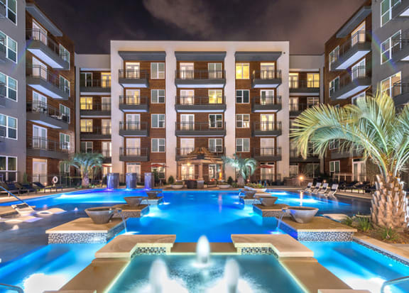 Hotel-Inspired Pool With Tanning Ledge at Windsor by the Galleria, Texas