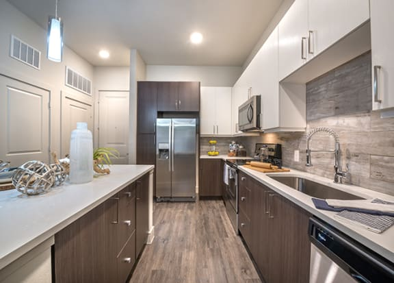 Quartz Countertops at Windsor by the Galleria, Texas