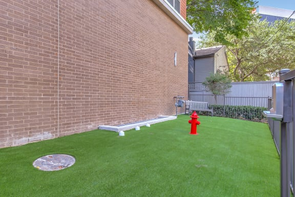 uptown dallas apartments with dog park