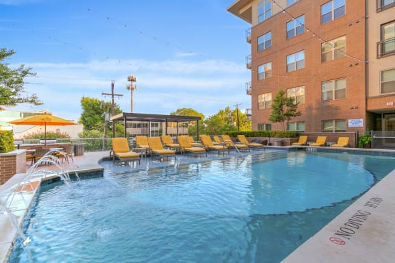 uptown dallas apartments with a pool
