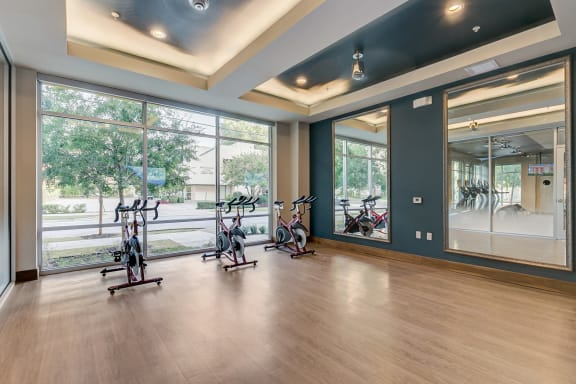 uptown dallas apartments with spin room