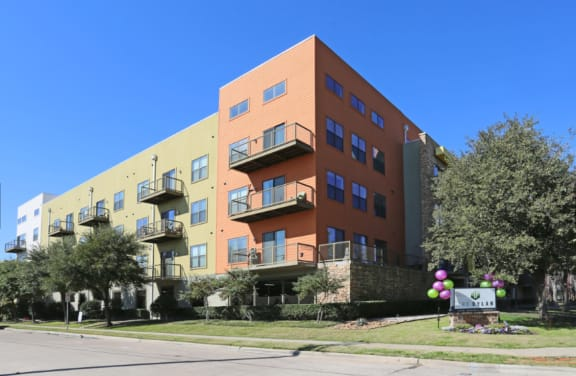 exterior apartments in uptown dallas