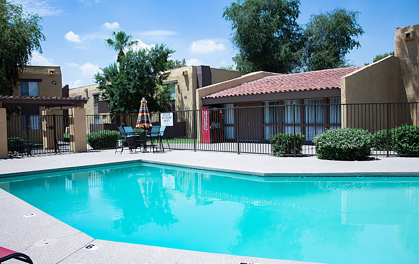 Pool & Pool Patio at Metro Apartments in Phoenix, AZ