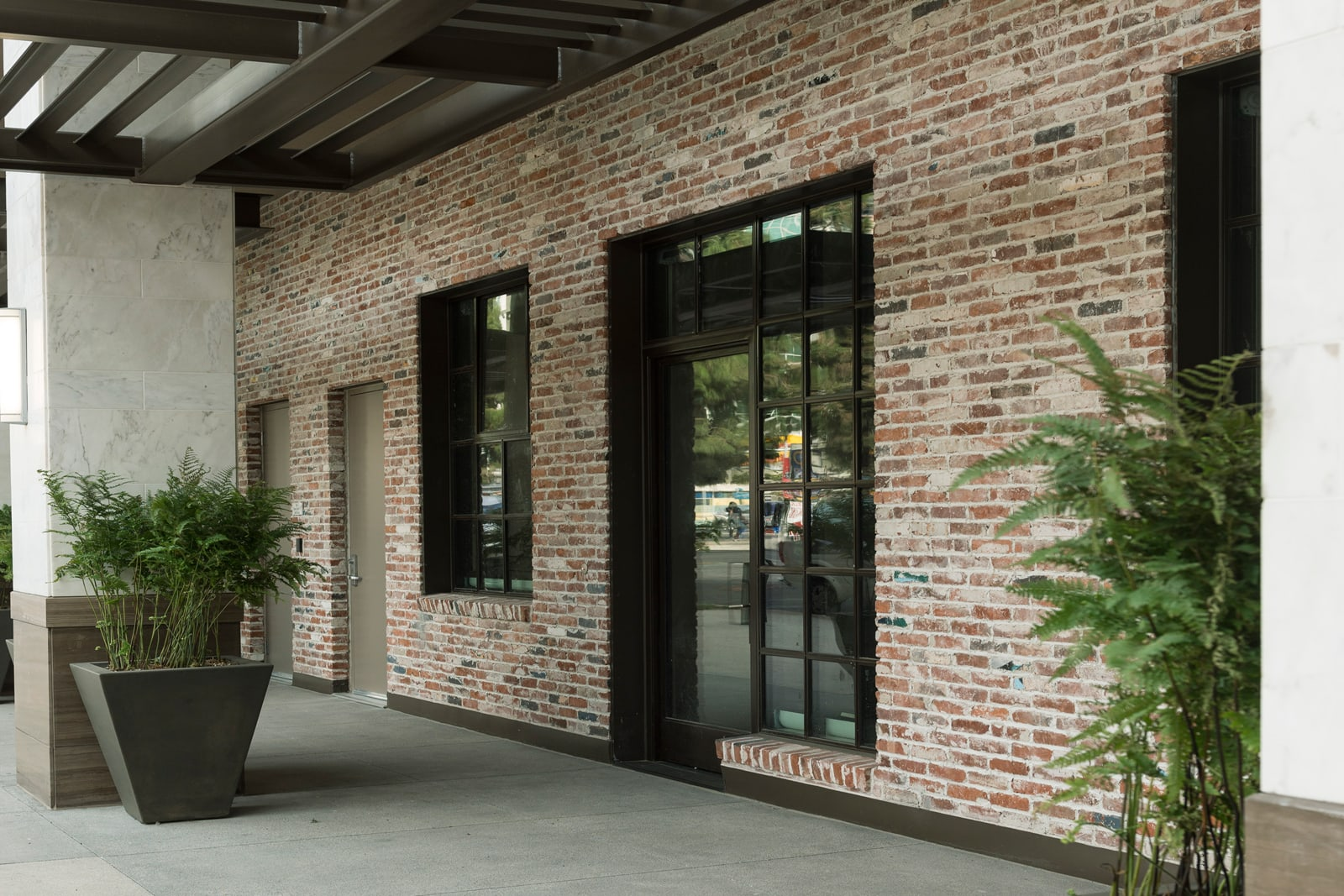Storefront Access Available at 1000 Grand by Windsor, 1000 S Grand Ave,, Los Angeles