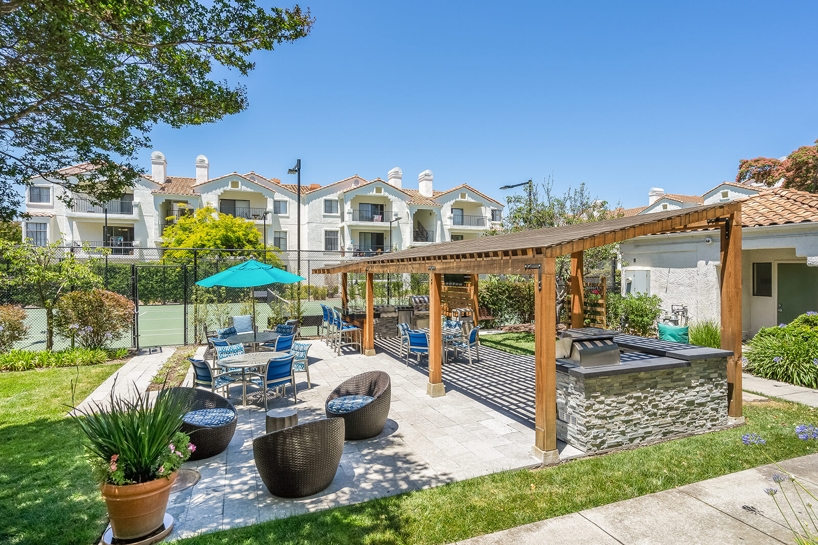 Picnic and BBQ Area at Mission Pointe by Windsor, 94089, CA