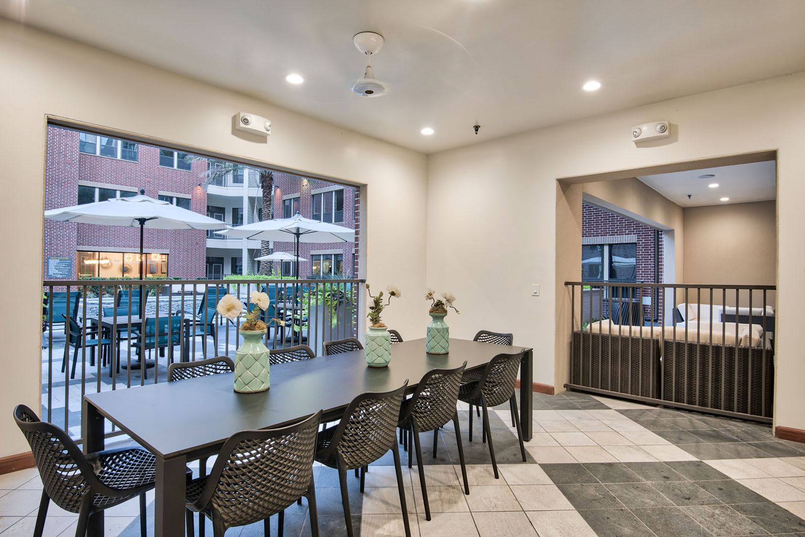 Open air dining space at Midtown Houston by Windsor, TX, 77002
