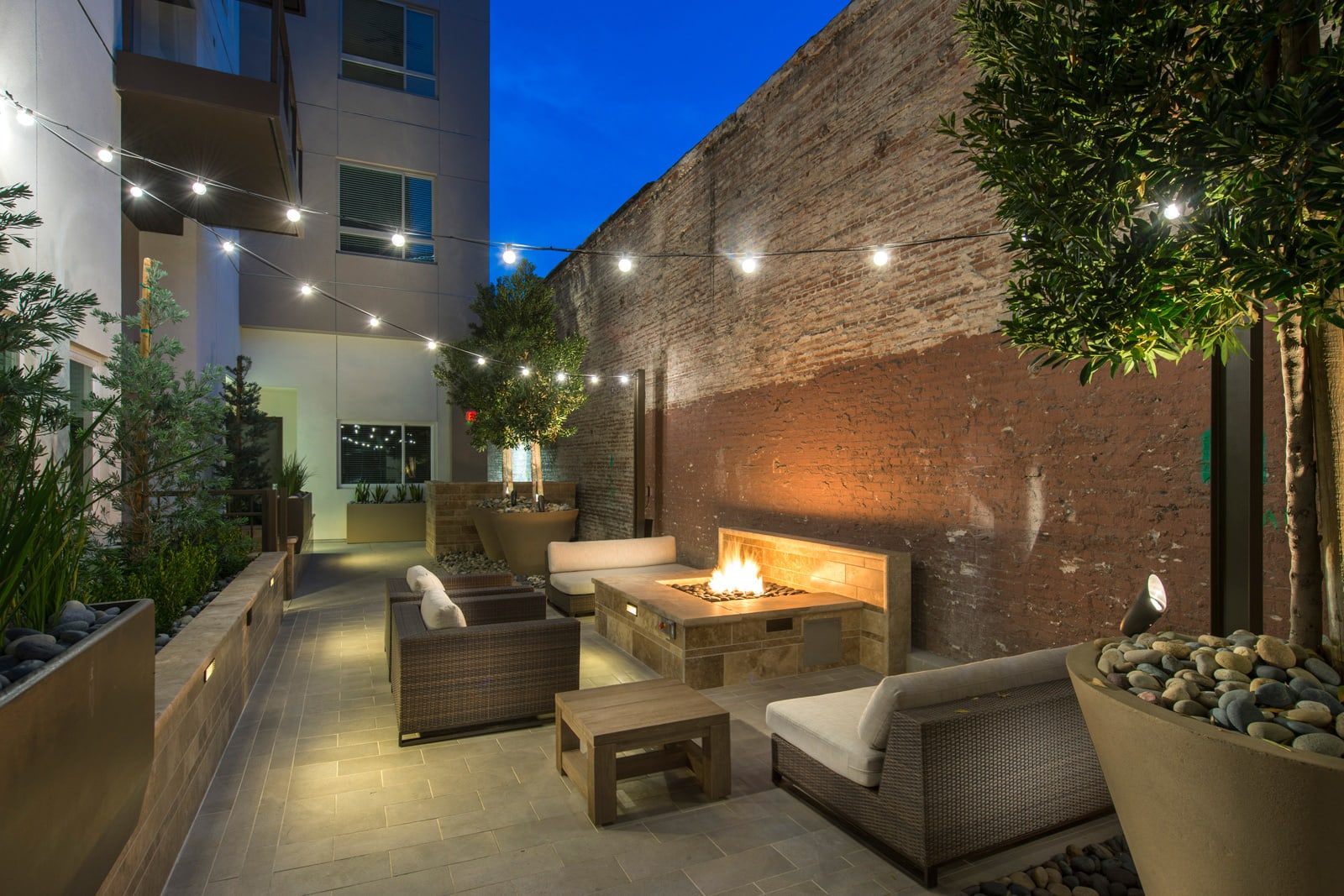 Courtyard Garden with Fire Pit at 1000 Grand by Windsor, Los Angeles, 90015