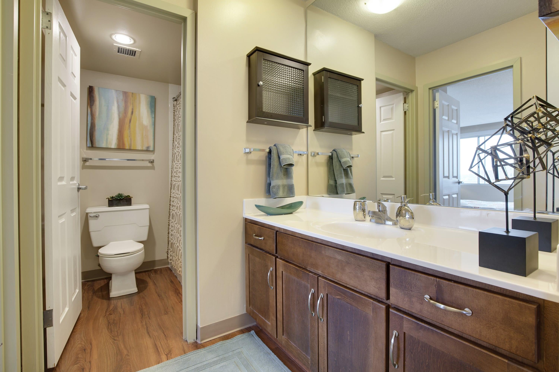Kellogg Square Apartments in St. Paul, MN Bathroom