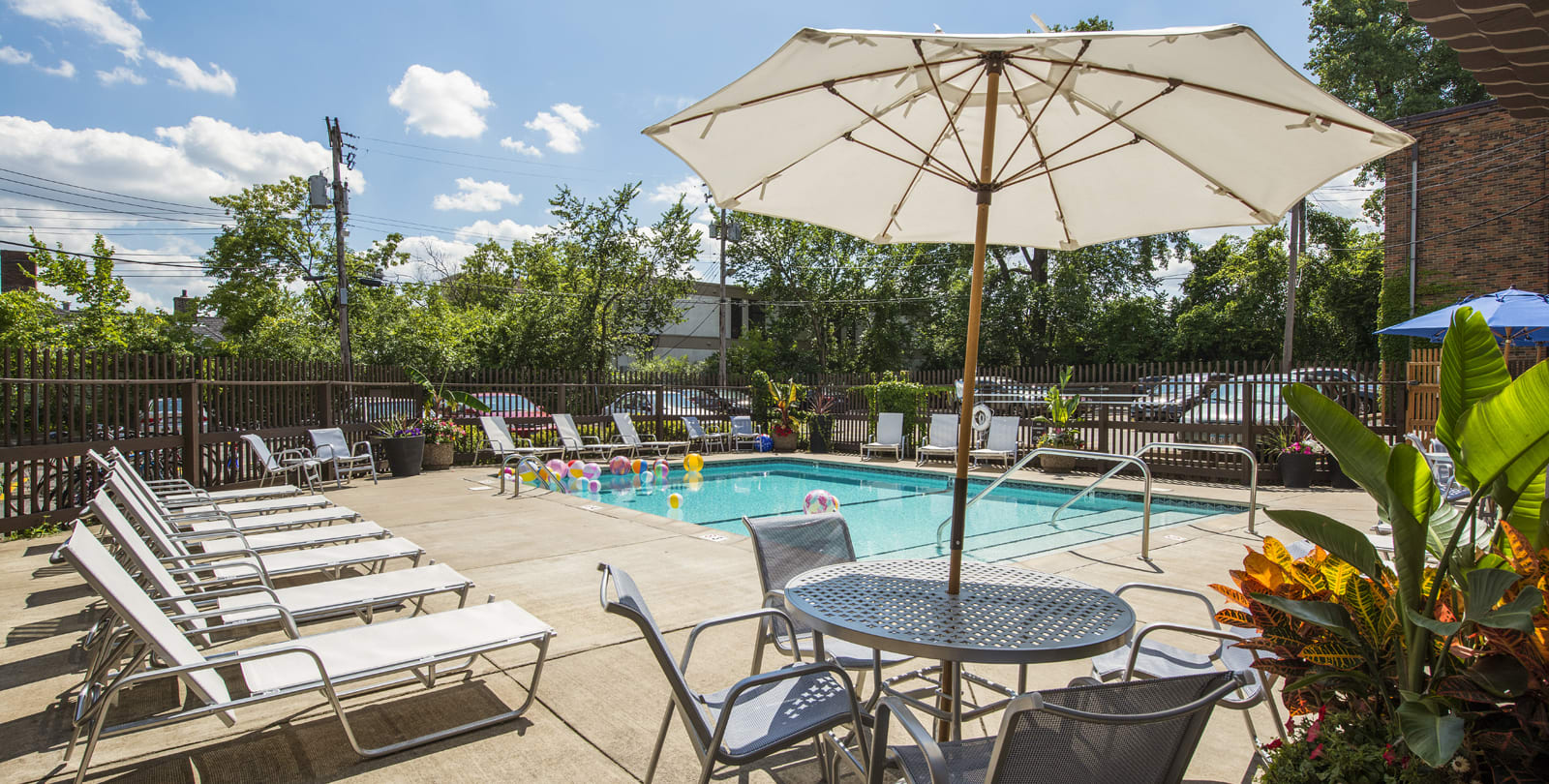 Ridgewood Arches Apartments in Minneapolis, MN Outdoor Pool