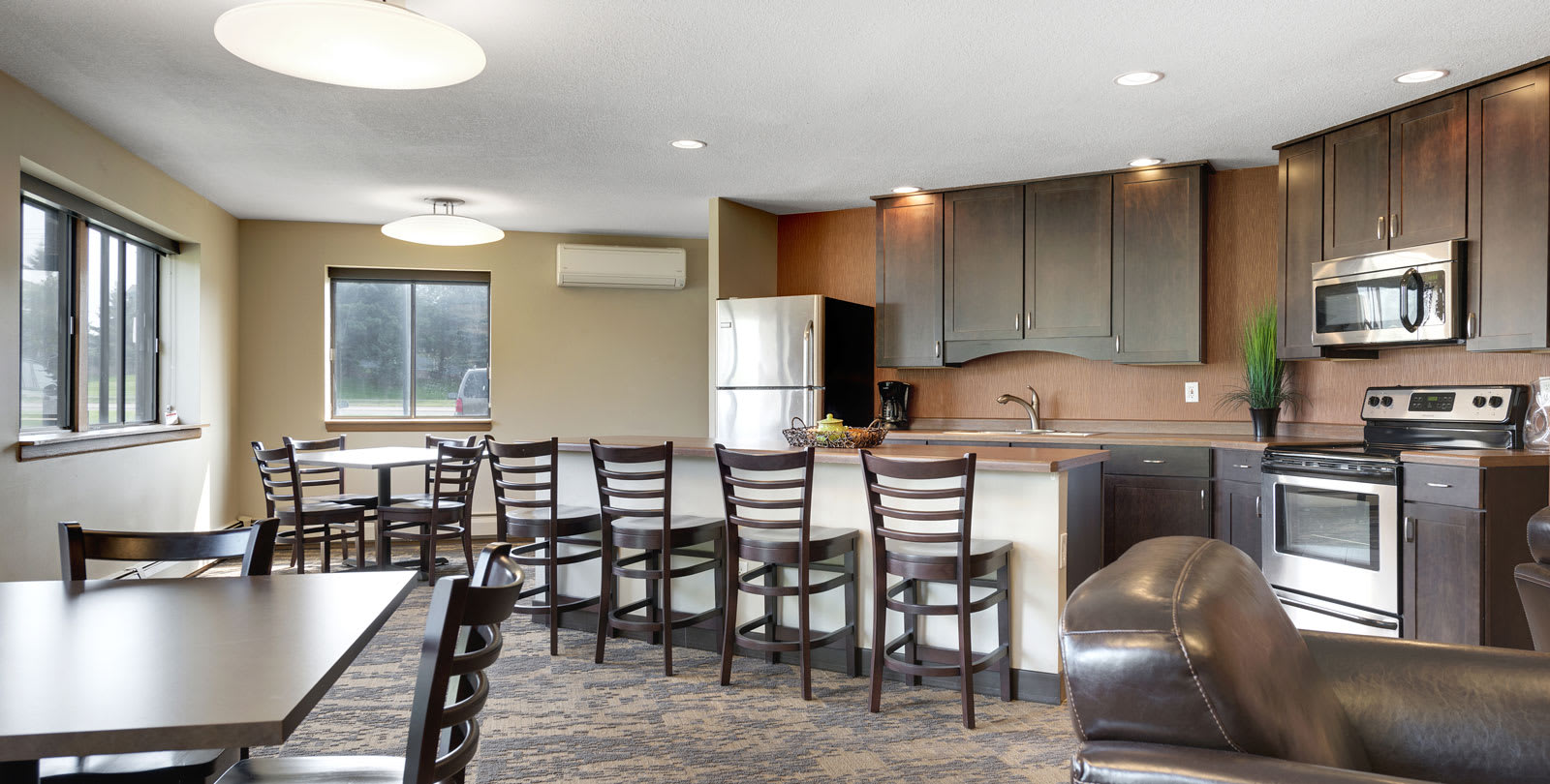 Valley Pond Apartments in Apple Valley, MN Community Kitchen