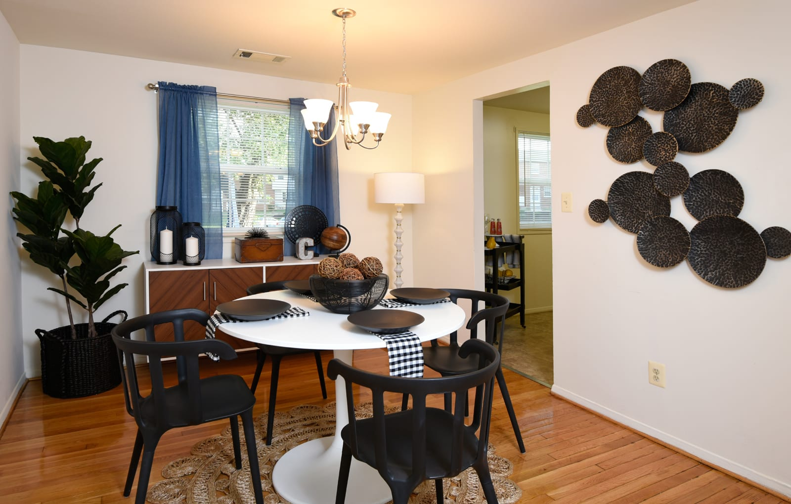 Open large apartment dining room at Colony Hill