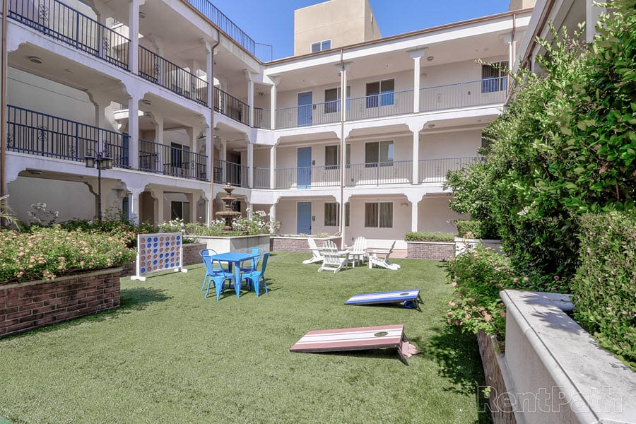 Courtyard Garden at Le Blanc Apartment Homes, Canoga Park, CA, 91304
