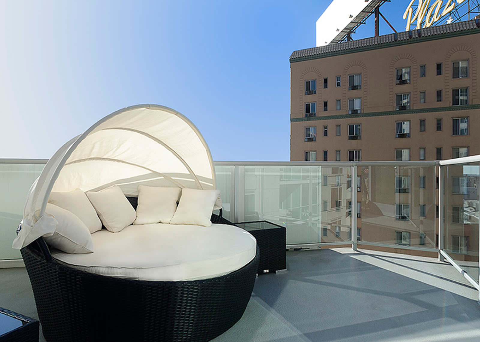 Screened Patio/Balcony at 1600 Vine Apartment Homes, 1600 VINE Street, Hollywood
