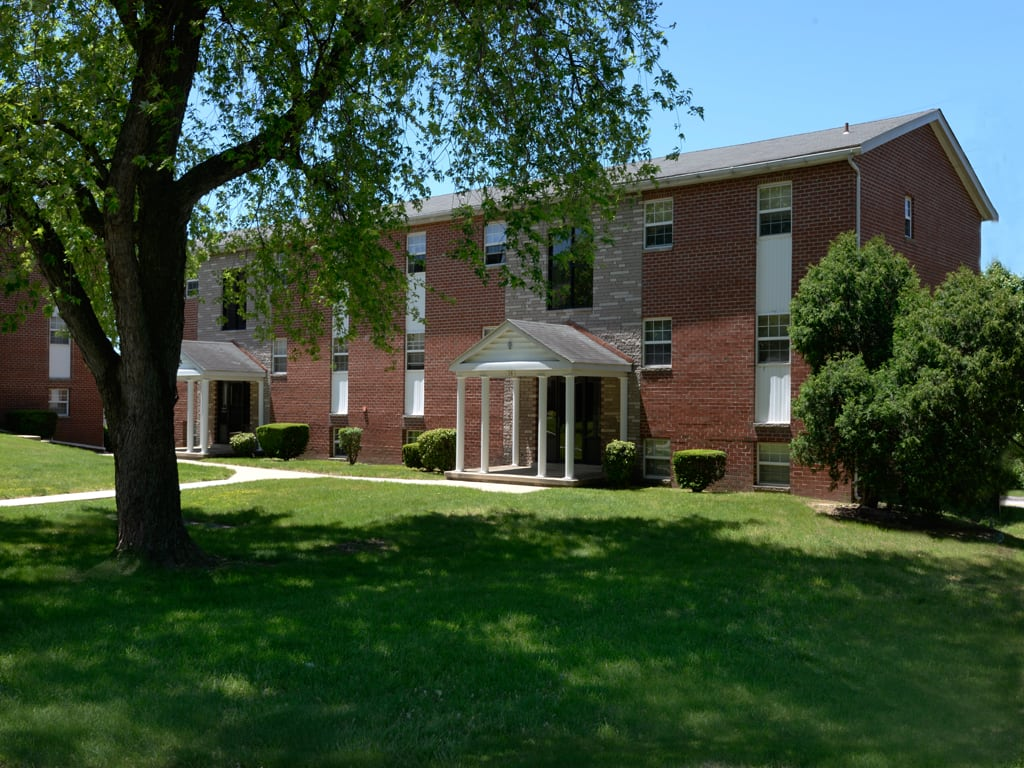 Colony Hill Apartments and Townhomes Landscaping