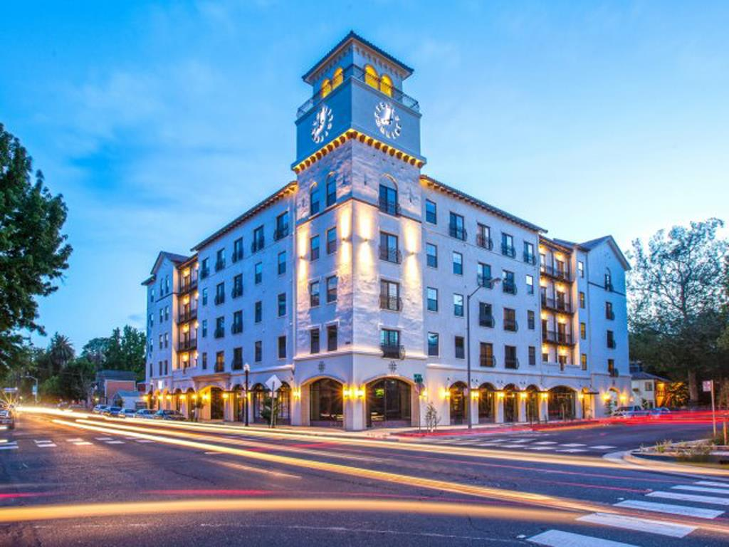 exterior building l Apartments in Downtown Sacramento | Legado de Ravel