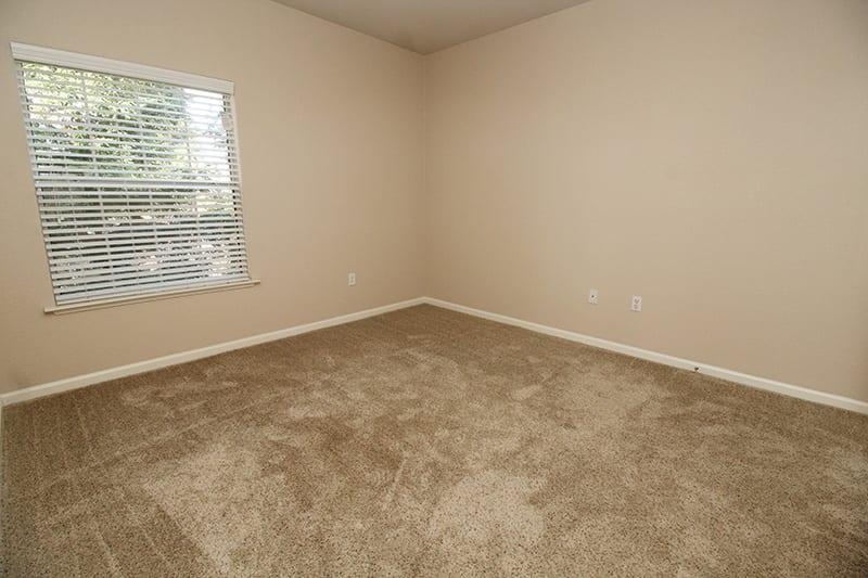 Bedroom l Oak Brook Apartments in Rancho Cordova CA