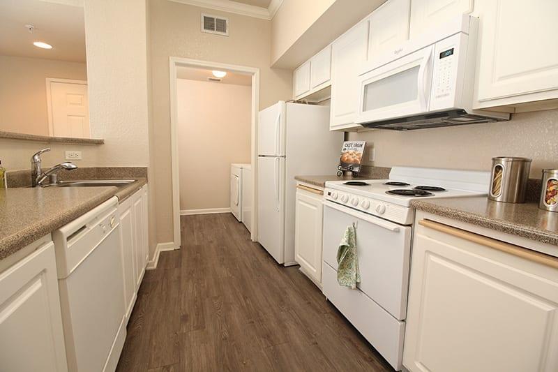 Kitchen l Oak Brook Apartments in Rancho Cordova CA