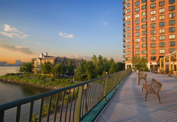 Ideal Location at Windsor at Mariners, Edgewater, NJ