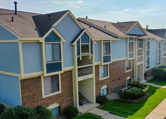 Exterior of Apartment Building at Arbor Lakes Apartments, Elkhart, IN, 46516