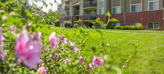 Courtyard With Green Space at Falls at Hunters PointeApartments, Sandy, 84070