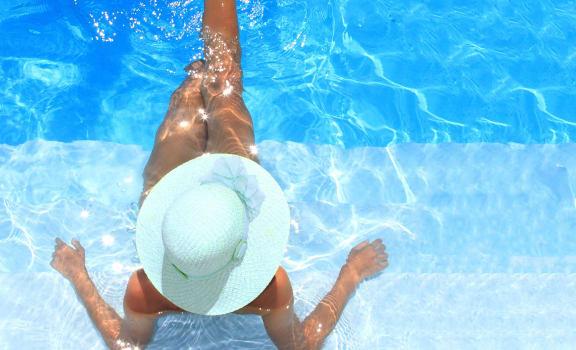 Refreshing Pool at The Retreat Apartments, Virginia, 24019