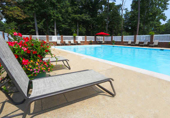 Pool With Sunning Deck at Sterling Beaufont Apartments, Richmond, 23225