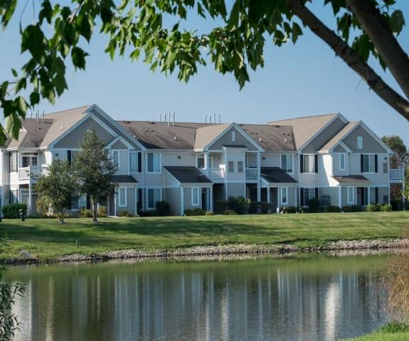 Renovated Apartment Homes Available at Farmington Lakes Apartments Homes, Oswego, IL, 60543