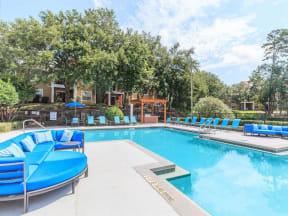 tallahassee apartmetns pool lounging area