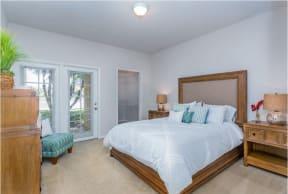 beBeautiful bright Bedroom  |Cypress Legends