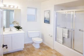 rsz_astoria_bathroom