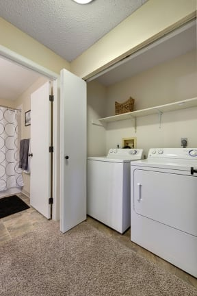 Regency Woods Apartments in Minnetonka, MN Washer and Dryer