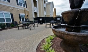 Grilling and Picnic Area at Aventura at Forest Park, St. Louis, MO 63110