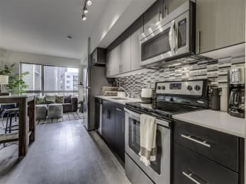 Fully Furnished Kitchen With Stainless Steel Appliances at Vue 22 Apartments, Washington